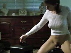 Chicksa szeret élni útközben, és mindig elfoglalt valamit. A reggeli edzés után a nagymellű csajok friss levegőben egy lány elbűvöl téged tőle, csodálva magát a zsírt. Tehát mostantól nagyszerű lehetősége lesz arra, hogy összekapcsolja a szexet a sporttal.