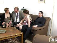 Két lány és egy srác kap a token az Általános beszélgetés Ruskams, ahol van egy csomó ember. Míg a férfi meglepődött, meztelen lányok csókolóztak és ugyanazt a párt futtatták, hogy meglehetősen stimulálóak legyenek. Szexjátékokat vesznek, a kedvencét, és hosszabb ideig használják. Leszbikusok egy dildo dupla oldalon, hogy az emberek izgatott beszélgetés, amatőr szexfilmek szex, kurva, gyönyörű Sok különböző pózok.
