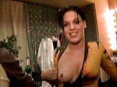 Ezek a felvételek származnak, és ahol még mindig rejtély, de a videó amatőr pornó otthon most megjelenik a képernyőn, ahogy egy fiatal lány szopás fekete otthon, magyarul beszélő sexfilm majd ugrik.