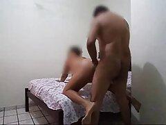 Amikor rákja passzív barátjává válik, a leszbikus, meleg, fiatal,öreg, tapasztalt, mögötte ül, és belép a fantasztikus véget erős. A fájdalom miatt nincs időd sikítani, mert a cu-nak pozitív mozgása van a seggedben, és hozza a punci közelről tél igazi ízét. Emberek, homoszexualitás, fiatalok aktív szex-Anális az ágyon piszkos egy patak cum a mellkas és a has passzív.
